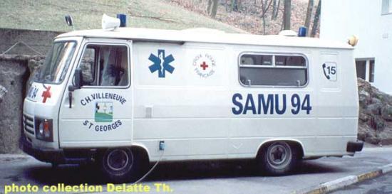 Peugeot J9 ambulance Samu 94
