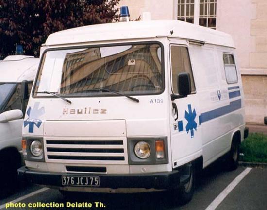 Peugeot J9 ambulance des Hôpitaux de Paris